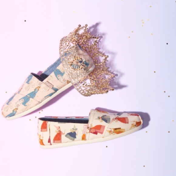 6beb1c2d000 NWT Disney x TOMS Sleeping Beauty Shoes